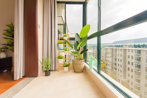 阳台玻璃防晒隔热膜的优缺点有哪些?贴膜应该注意什么?