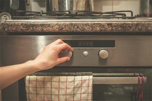 家用暖气炉是使用微波还是光波呢