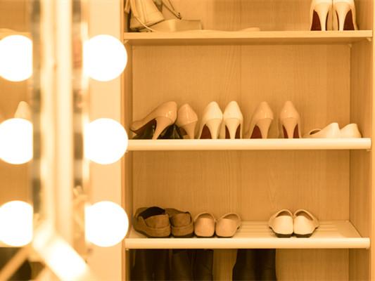 进门玄关鞋柜隔断怎么做?选购玄关鞋柜有什么技巧?