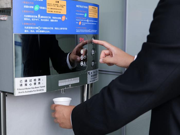 买饮水机好还是茶吧机好?饮水机应该如何保养?