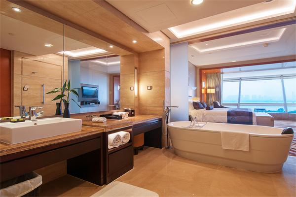 挂墙式浴室柜组合如何搭配家庭整体风格