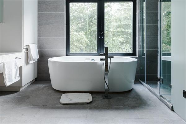 小户型浴缸选购技巧有哪些 掌握这些轻松购买