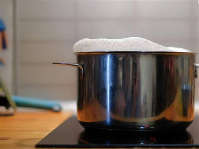 电炖锅什么材质好?不同材质的电炖锅有哪些优缺点?