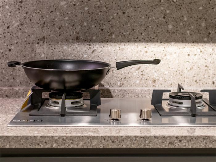 不锈钢橱柜台面价格多少?不锈钢橱柜台面特点有哪些?