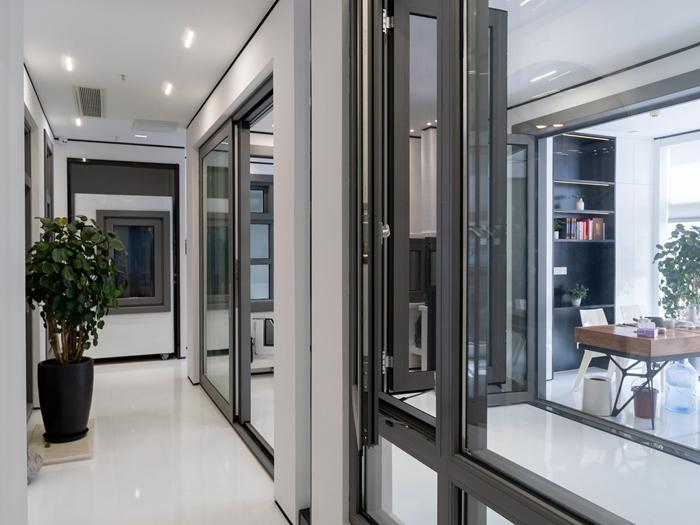 维修玻璃门应当注意什么?玻璃门的常见故障有哪些?