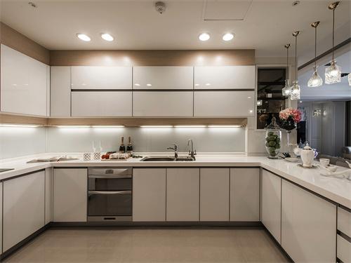 烤漆橱柜价格多少?烤漆橱柜的优缺点有哪些?