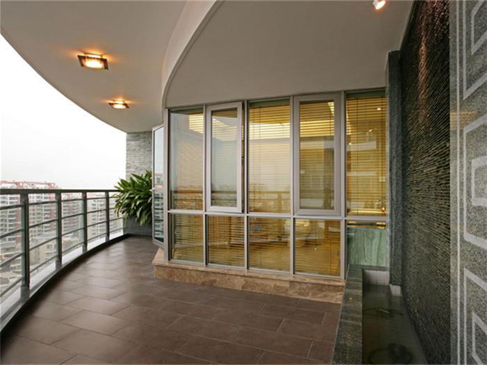 阳台折叠玻璃门的优点是什么?玻璃门选购技巧有哪些?