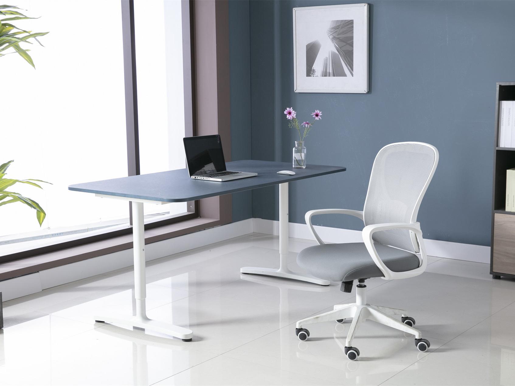 办公桌的摆放影响风水,这些细节要注意一下!