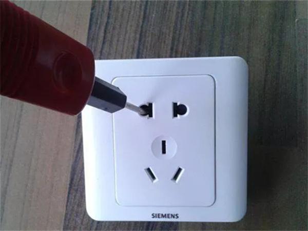 三孔插座选购有诀窍,哪些设备必须用这个?
